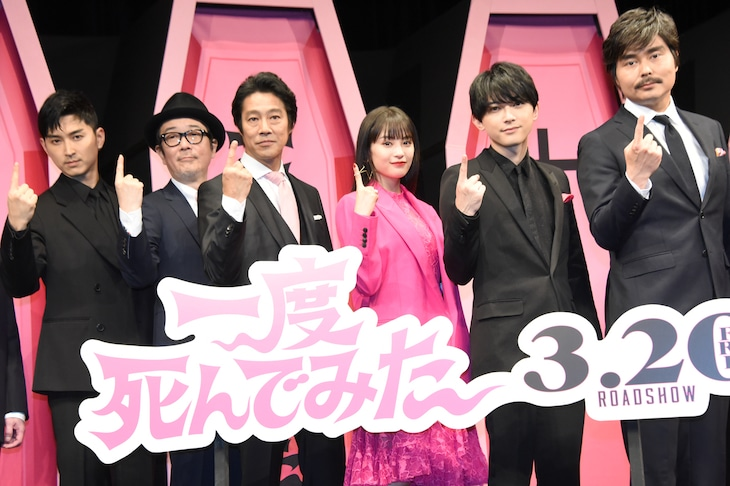左から松田翔太、リリー・フランキー、堤真一、広瀬すず、吉沢亮、小澤征悦。