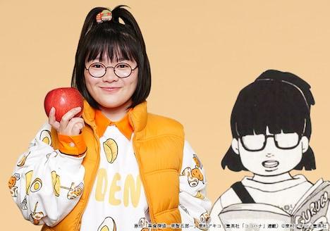 富田望生演じる桃子(左)と原作の桃子のイラスト(右)。