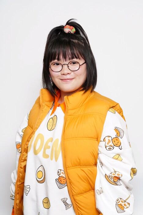 富田望生演じる桃子。