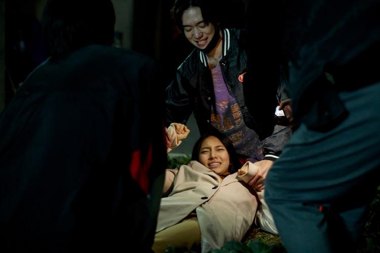ドラマ「鈍色の箱の中で」第4話の場面写真。