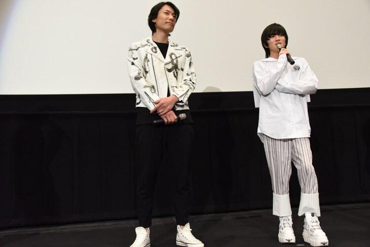 左から兼崎健太郎、板垣李光人。