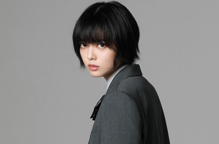 ヒウラエリカ役の平手友梨奈。