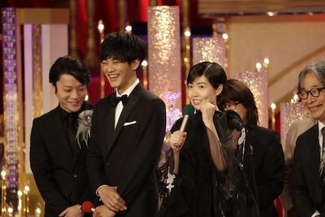 手前左から「新聞記者」キャストの松坂桃李、シム・ウンギョン。