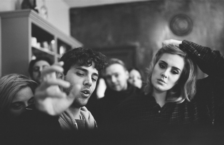 左からグザヴィエ・ドラン、アデル。