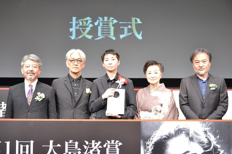 左から矢内廣、坂本龍一、小田香、小山明子、黒沢清。