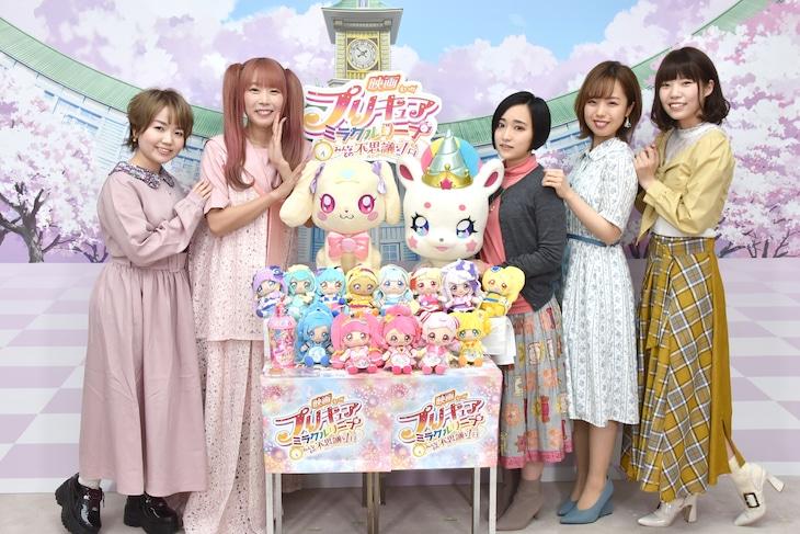 左から引坂理絵、成瀬瑛美、悠木碧、依田菜津、河野ひより。