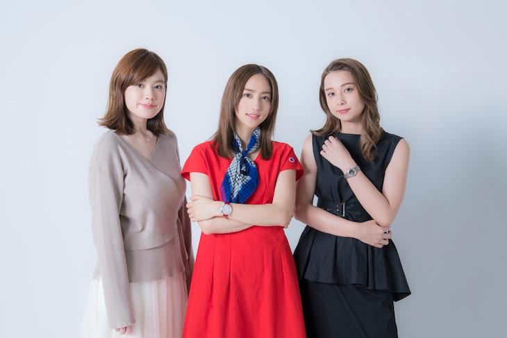 左から筧美和子、堀田茜、Niki。