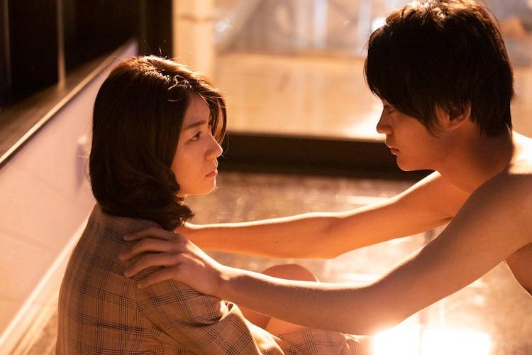 SNSで出会った瀧内公美と神尾楓珠が見つめ合う…「裏アカ」新カット9枚 ...