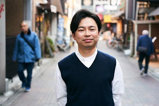 「ロマンスドール」より、浜野謙太演じる両角。