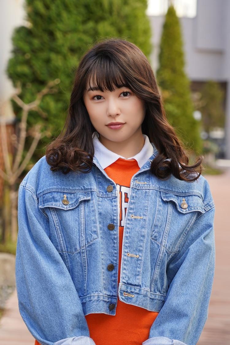 桜井日奈子演じる詩織。
