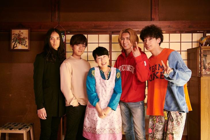 左から栗原類、神山智洋、ふせえり、藤井流星、吉田健悟。