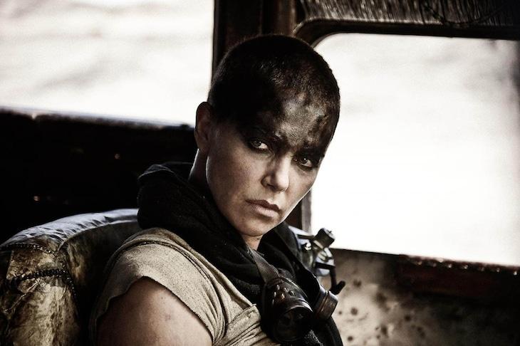 「マッドマックス 怒りのデス・ロード」より、シャーリーズ・セロン演じるフュリオサ。(写真提供:WARNER BROS / PLANET PHOTOS / ゼータ イメージ)