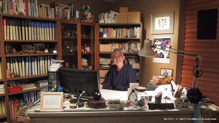 「スタジオジブリ壁紙」より、鈴木敏夫プロデューサーの机。(c)Studio Ghibli