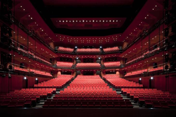 KAAT神奈川芸術劇場のホール。