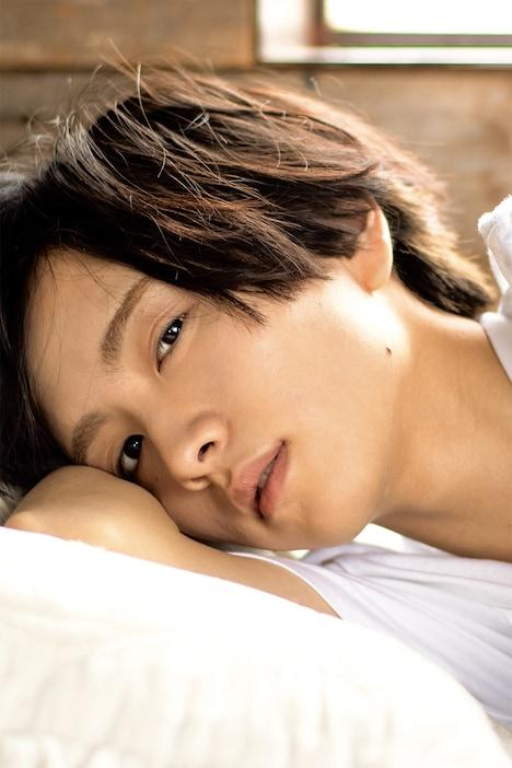 市原隼人が撮影した「板垣李光人1st写真集『Rihito 18』」収録カット。
