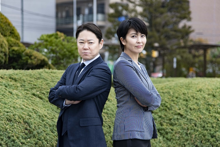 左から阿部サダヲ演じる駒月直、松たか子演じる蔦谷円。