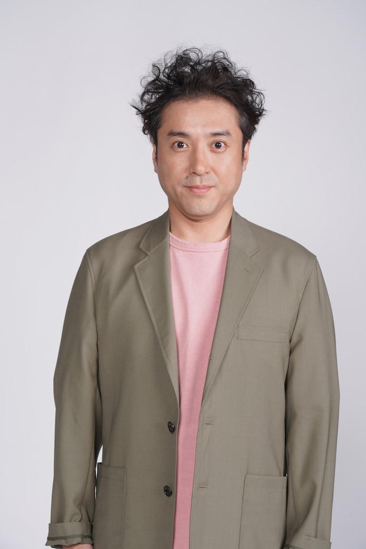 ムロツヨシ演じる小比賀太郎。