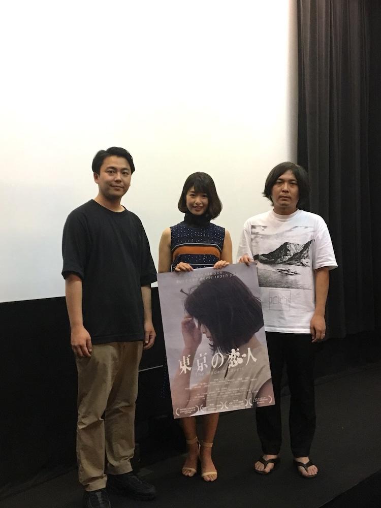 「東京の恋人」初日舞台挨拶にて、左から森岡龍、川上奈々美、下社敦郎。