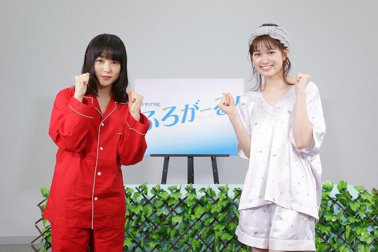 「ふろがーる!」放送直前会見の様子。左から桜井日奈子、小西桜子。