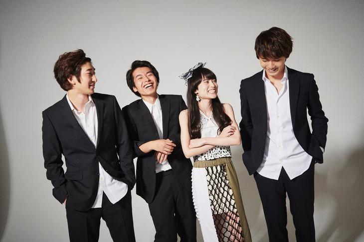「東京バタフライ」より、劇中バンド「SCORE」のアーティスト写真。