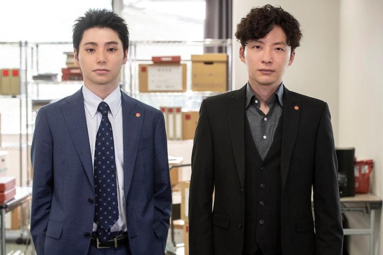 「MIU404」第6話より、左から村上虹郎演じる香坂義孝、星野源演じる志摩一未。