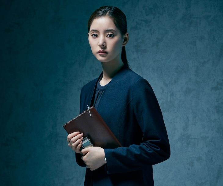 「連続ドラマW セイレーンの懺悔」より、新木優子演じる朝倉多香美。