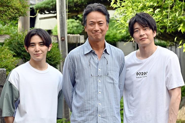 左から山田涼介、椎名桔平、田中圭。