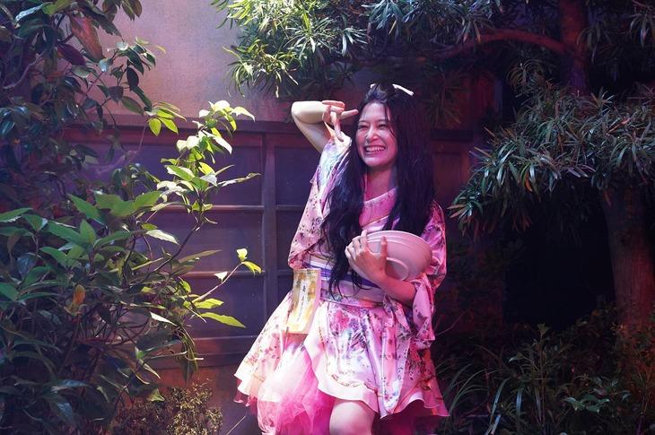 「妖怪シェアハウス」より、佐津川愛美演じるお菊さん。