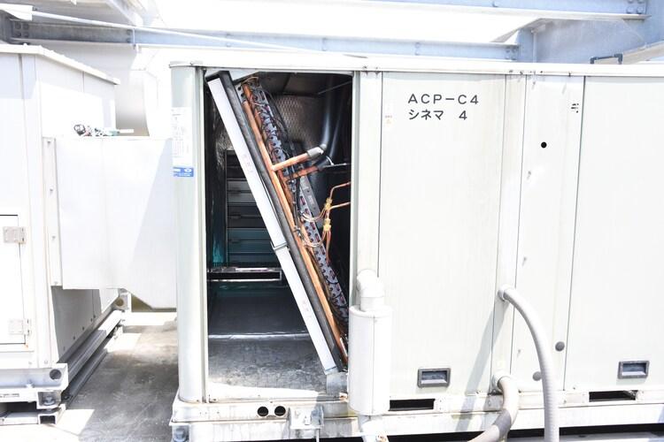 大型空調用ウイルス対策システム「トレイン・トリプルエアシールド」の内部の様子。手前に見えるのが「MERV13 フィルター」。