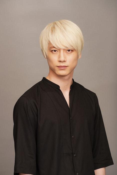 坂口健太郎演じるKEY。
