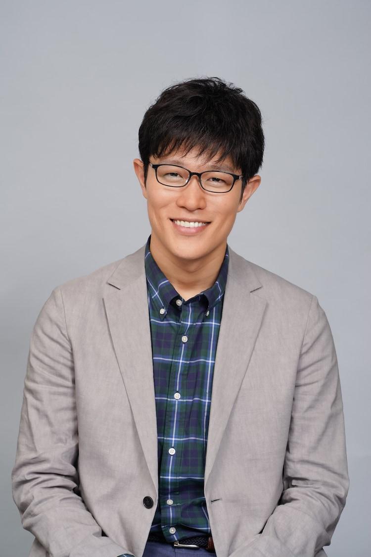 鈴木亮平演じる早坂哲朗。
