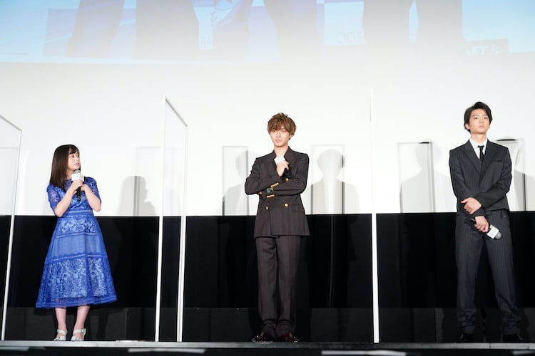 左から橋本環奈、永瀬廉、伊藤健太郎。