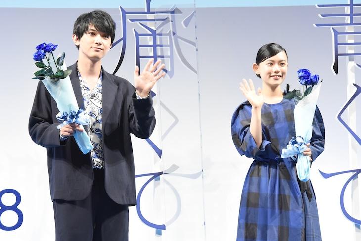 「青くて痛くて脆い」公開直前イベントの様子。左から吉沢亮、杉咲花。