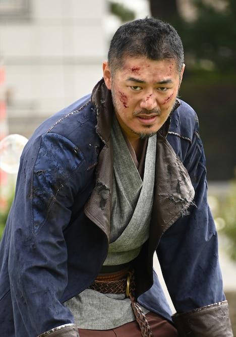 平山浩行演じる、先代の炎の剣士。