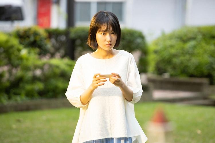 サラ役の小川紗良。