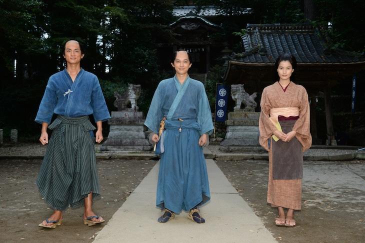 左から高良健吾、吉沢亮、橋本愛。