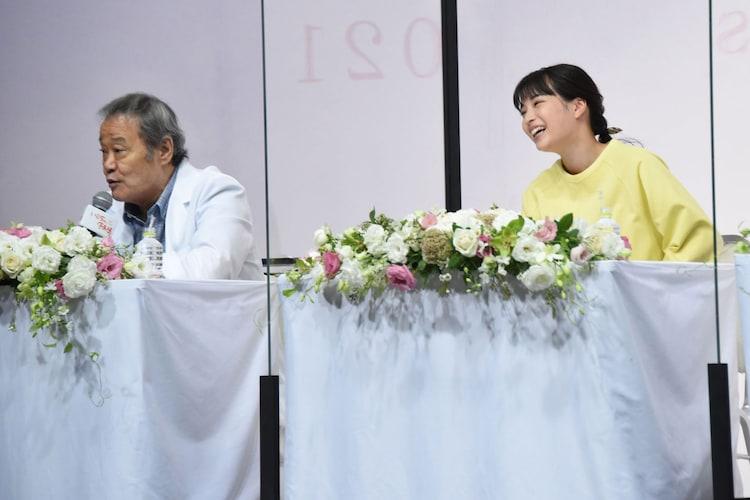 左から西田敏行、広瀬すず。