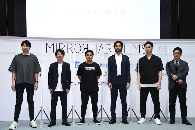 「MIRRORLIAR FILMS」プロジェクト発表会見の様子。左から関根佑介、伊藤主税、山田孝之、阿部進之介、松田一輝、小金澤剛康。