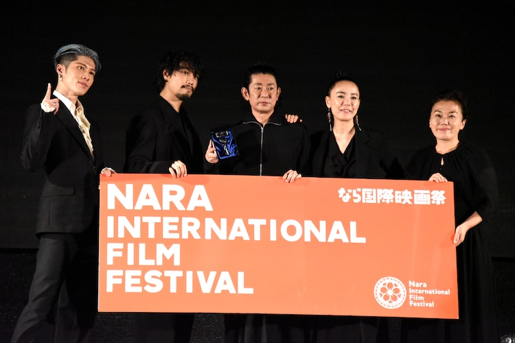 左からMIYAVI、斎藤工、永瀬正敏、河瀬直美、中野聖子。