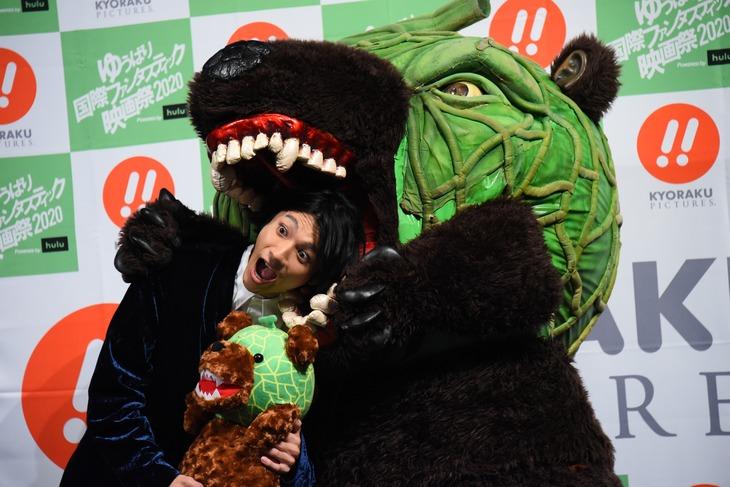 メロン熊に噛まれる山田裕貴。