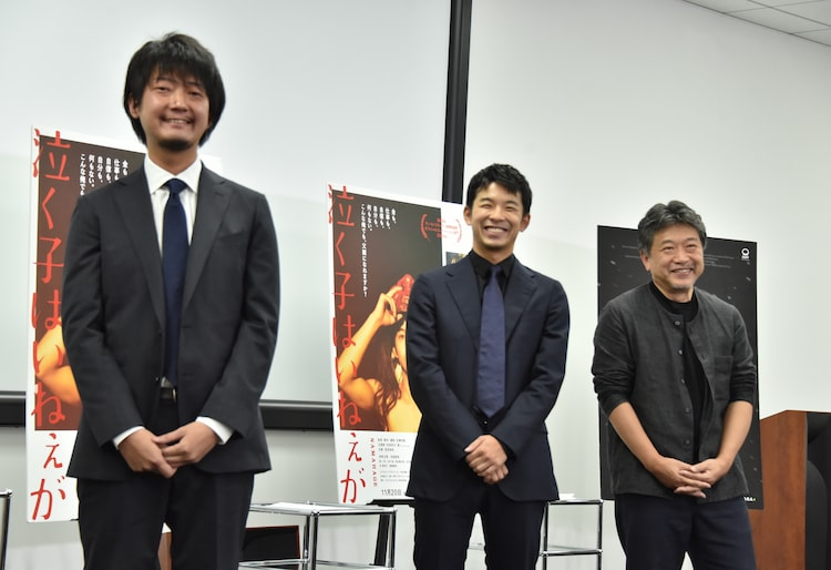 左から佐藤快磨、仲野太賀、是枝裕和。
