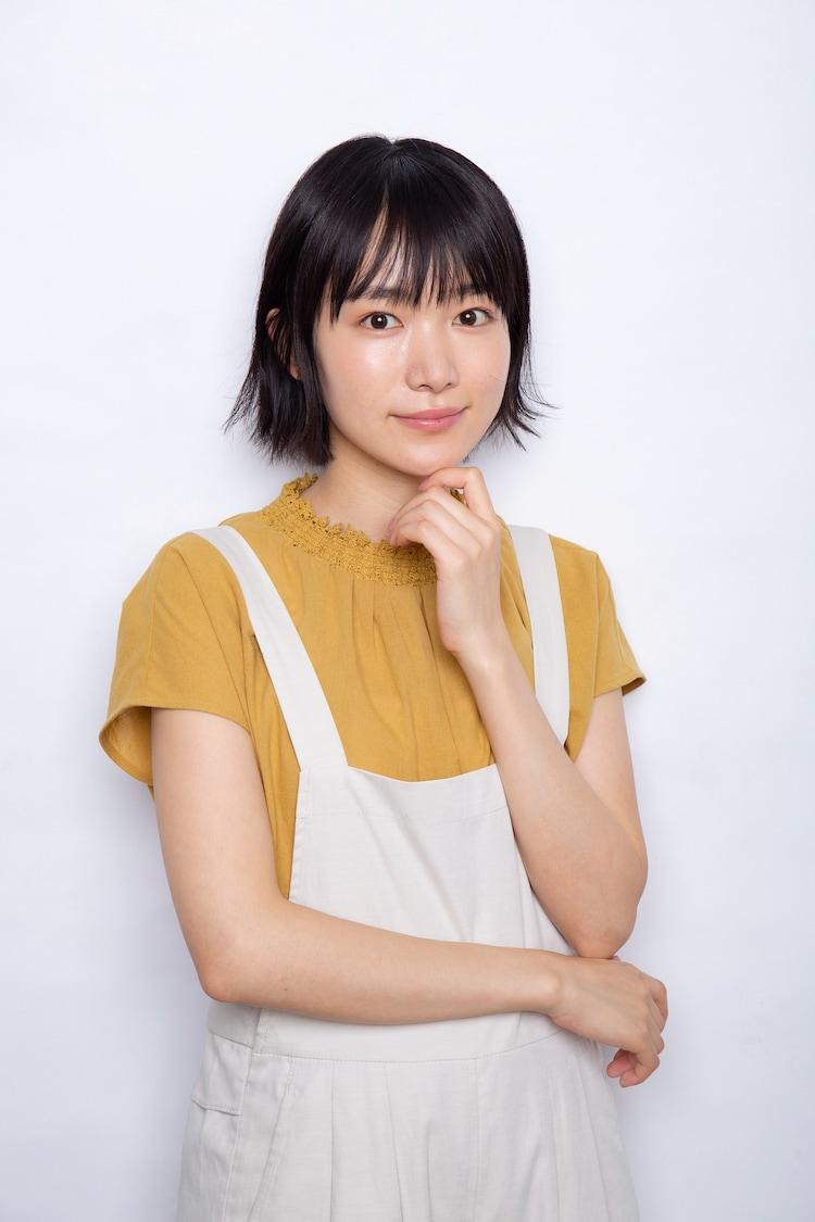 小川紗良演じるサラ。