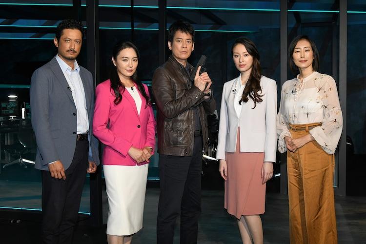 ドラマ「24 JAPAN」製作発表記者会見の様子。左から池内博之、仲間由紀恵、唐沢寿明、栗山千明、木村多江。