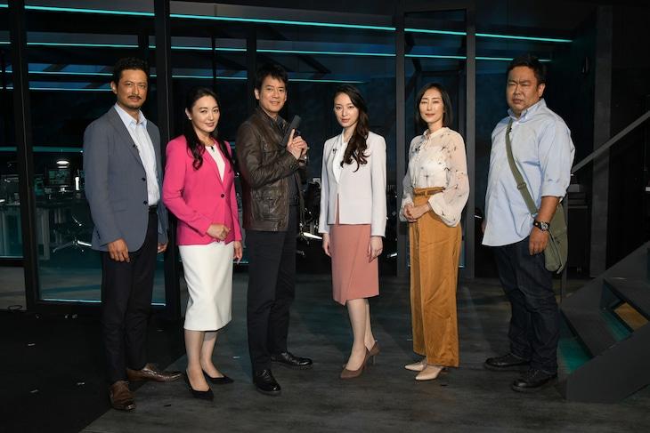 ドラマ「24 JAPAN」製作発表記者会見の様子。左から池内博之、仲間由紀恵、唐沢寿明、栗山千明、木村多江、岸学。
