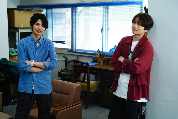 左から高地優吾、菊池風磨。(c)NTV/・JS