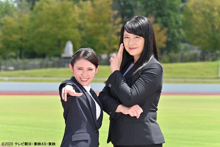 「魔進戦隊キラメイジャー」第27話より、桑江咲菜演じる真咲なつめ(左)と伊藤かずえ演じる真咲美希(右)。