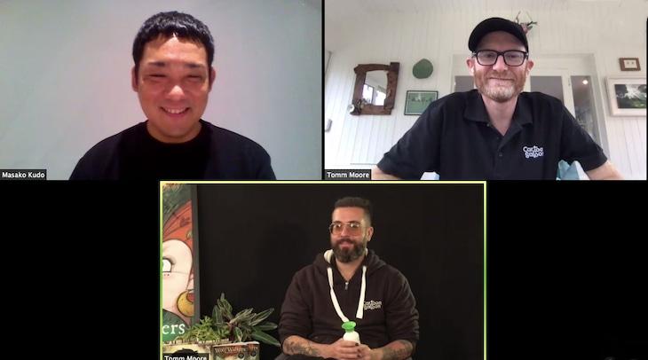 「ウルフウォーカー」公開記念オンライントークイベントの様子。上段左から土居伸彰、ポール・ヤング。下段がトム・ムーア。