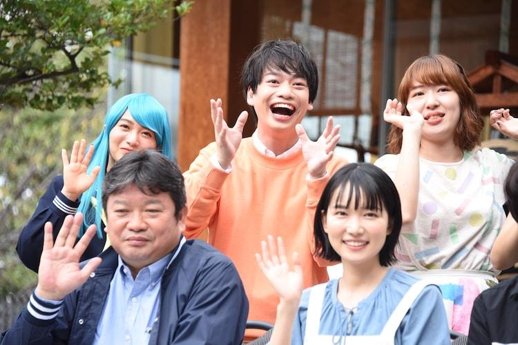 前列左から本広克行、小川紗良。後列左から福田愛依、池田純矢、ヒロシエリ。