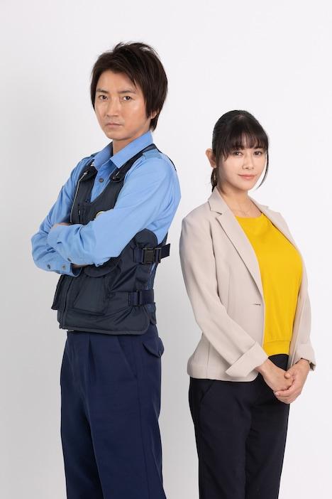 左から藤原竜也演じる嶋田隆平、真木よう子演じる浅村涼子。