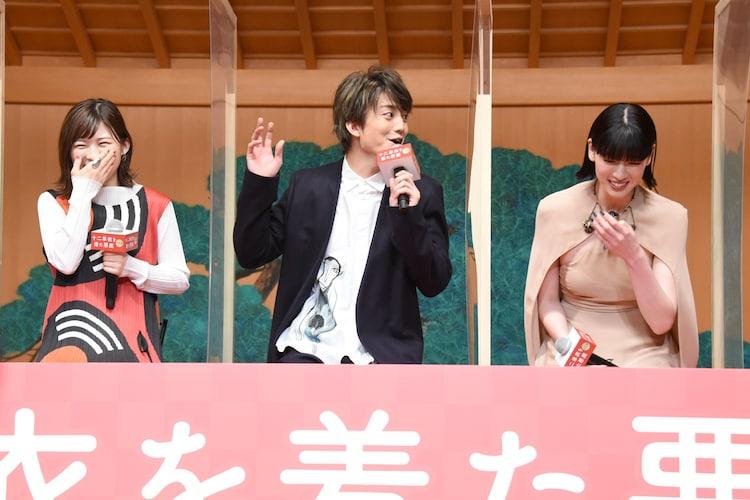 左から伊藤沙莉、伊藤健太郎、三吉彩花。